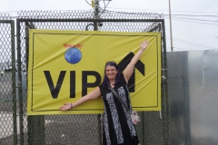 Monica am VIP Eingang zum Rock in Rio