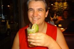 Monica geniesst einen Caipirinha im Grand Toro