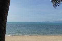Relaxen am Pool mit Blick auf den Strand