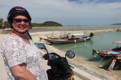 Christa am Thong Krut Pier, bereit zum Schnorcheln