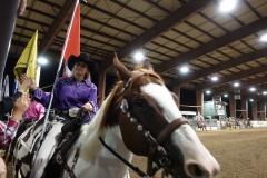Die Cowgirls auf ihrer Flaggenparade