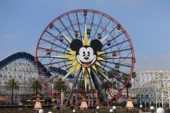 Das wunderschöne Mickey Riesenrad, man achte auf die schwingenden Gondeln