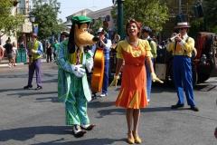 Goofy tanzt mit einer Swing Band
