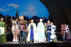 Schluss Szene aus Frozen mit Sven, Kaistoff, Anna, Elsa und Olaf