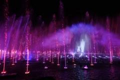 Walt Disney und Mickey verabschieden sich am Ende von World f Wonder