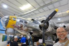 B-17-Einstiegsluke uns Sicht auf 3 Browning 50mm Maschinenkanonen