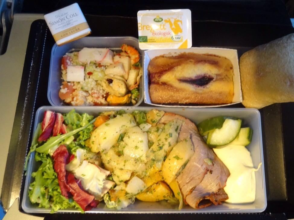 Roastbeef mit Salaten und Kuchen