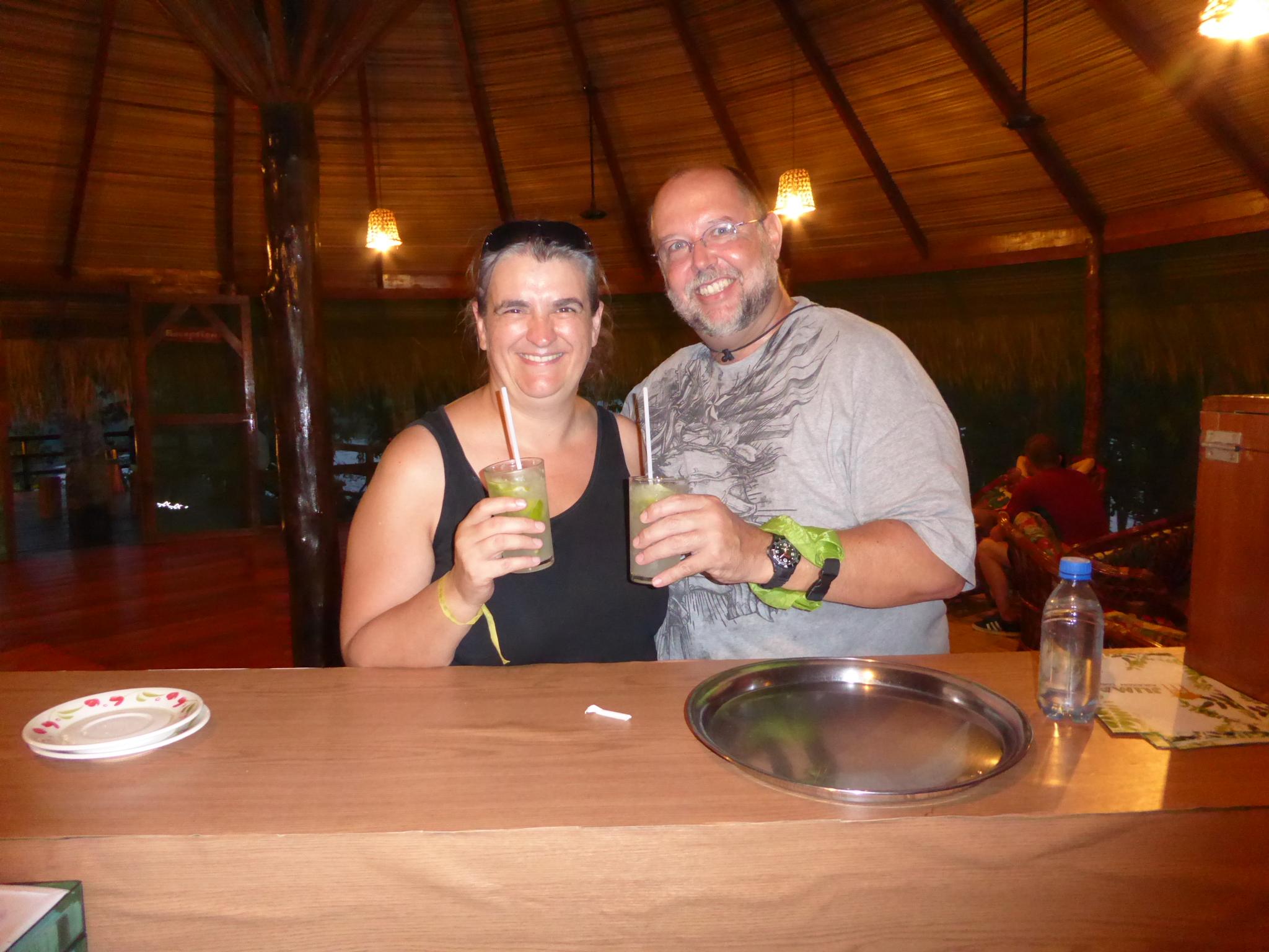 Wir geniessen unseren ersten und einzigen Caipirinha in der Juma Amazon Lodge - super lecker