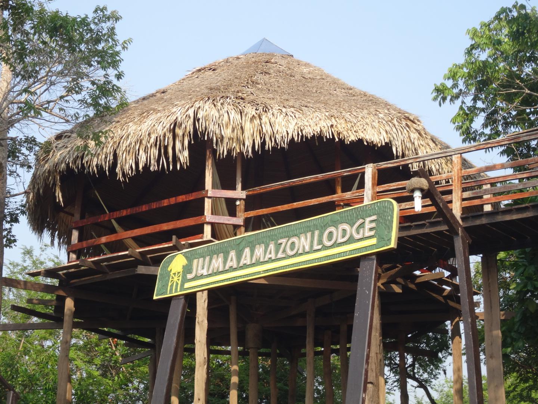 Die Juma Amazon Lodge vom Pier aus gesehen