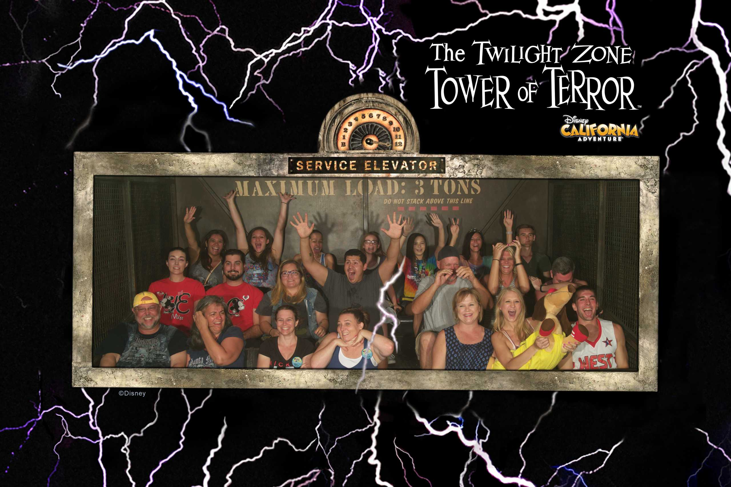 kurz nach der rasanten Abfahrt auf dem Tower of terror