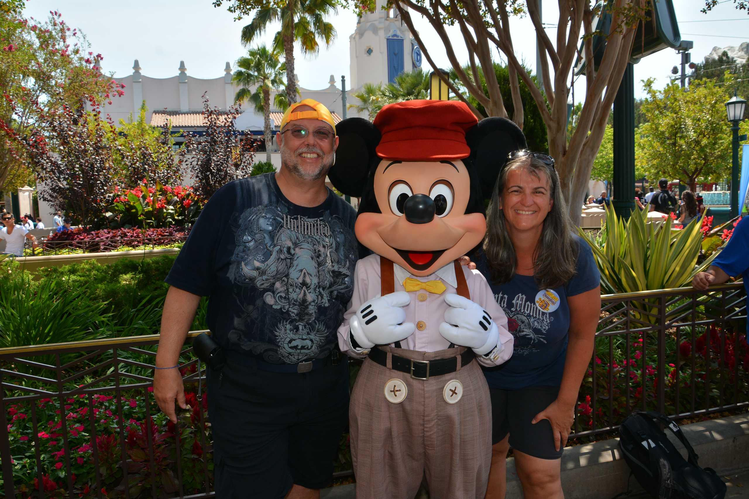 Reiner und Monica mit Mickey Mouse