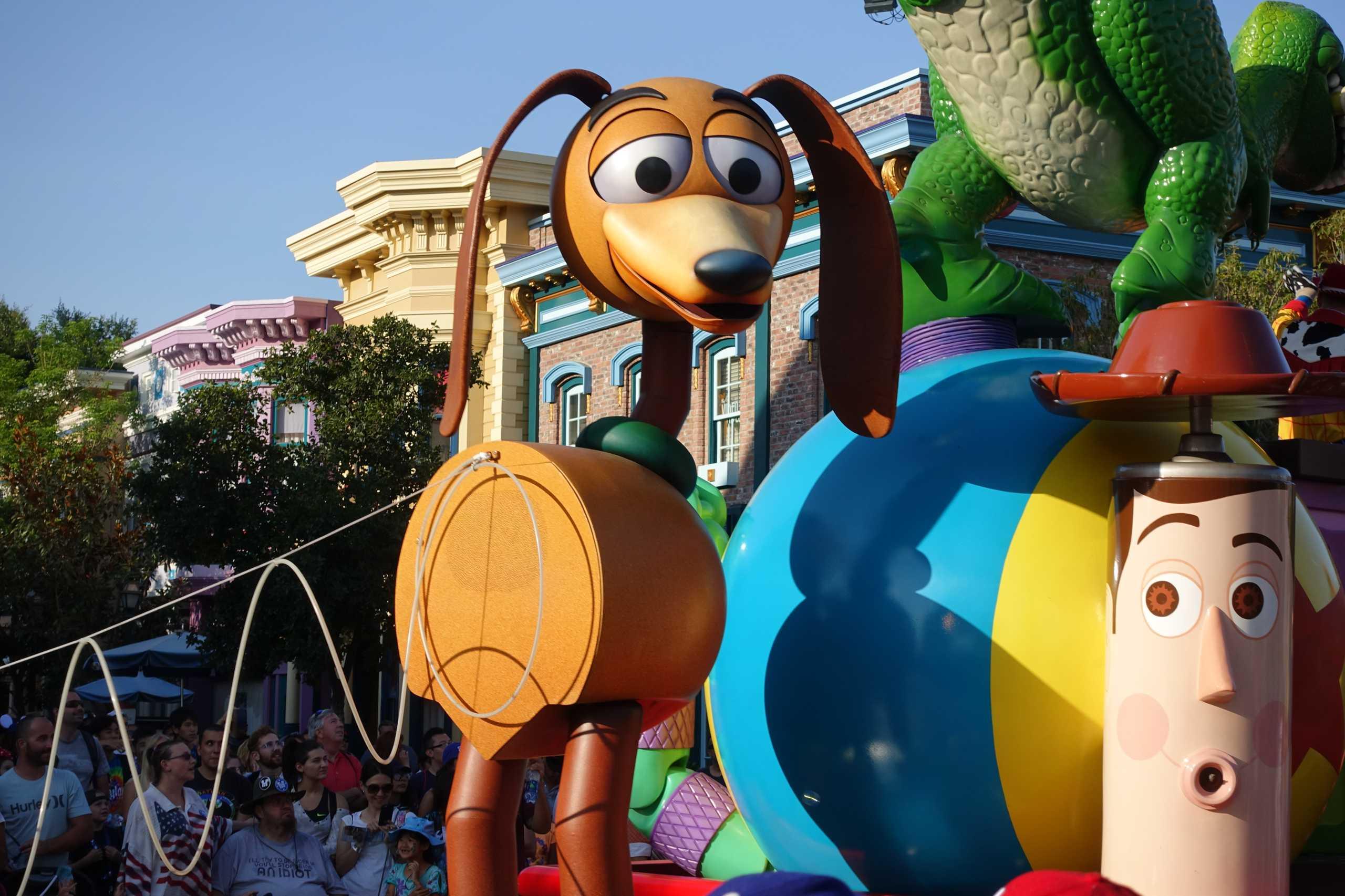 Rex und Woody aus Toy Story an der Parade