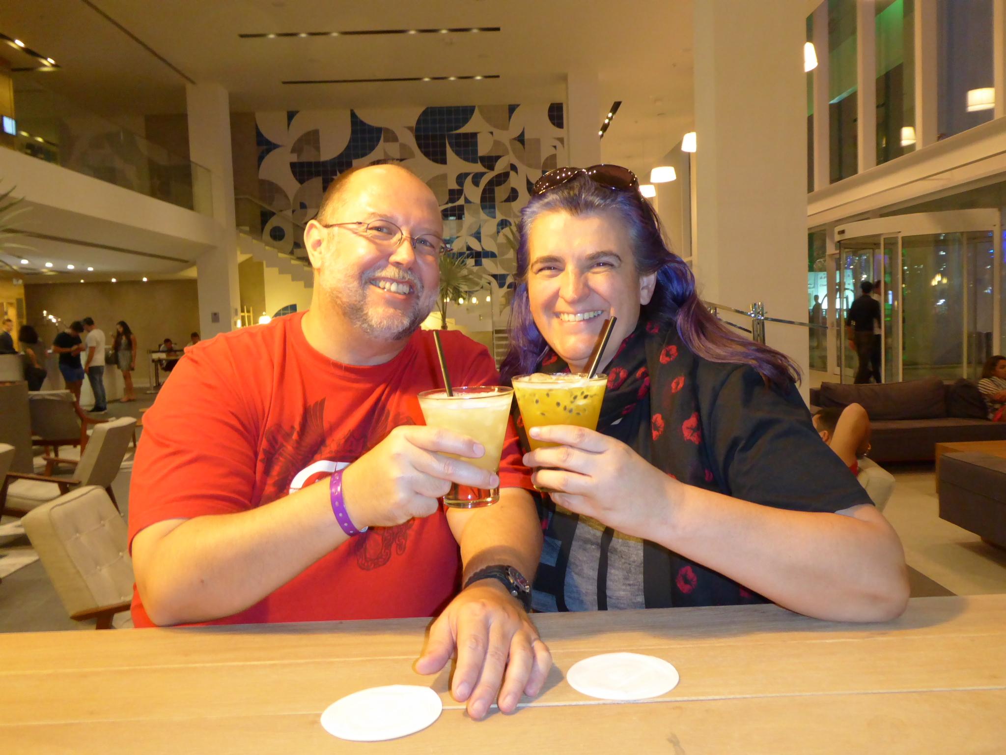 Unser erster Caipirinha in Brasilien. Maracuja für Monica, Ananas für Reiner