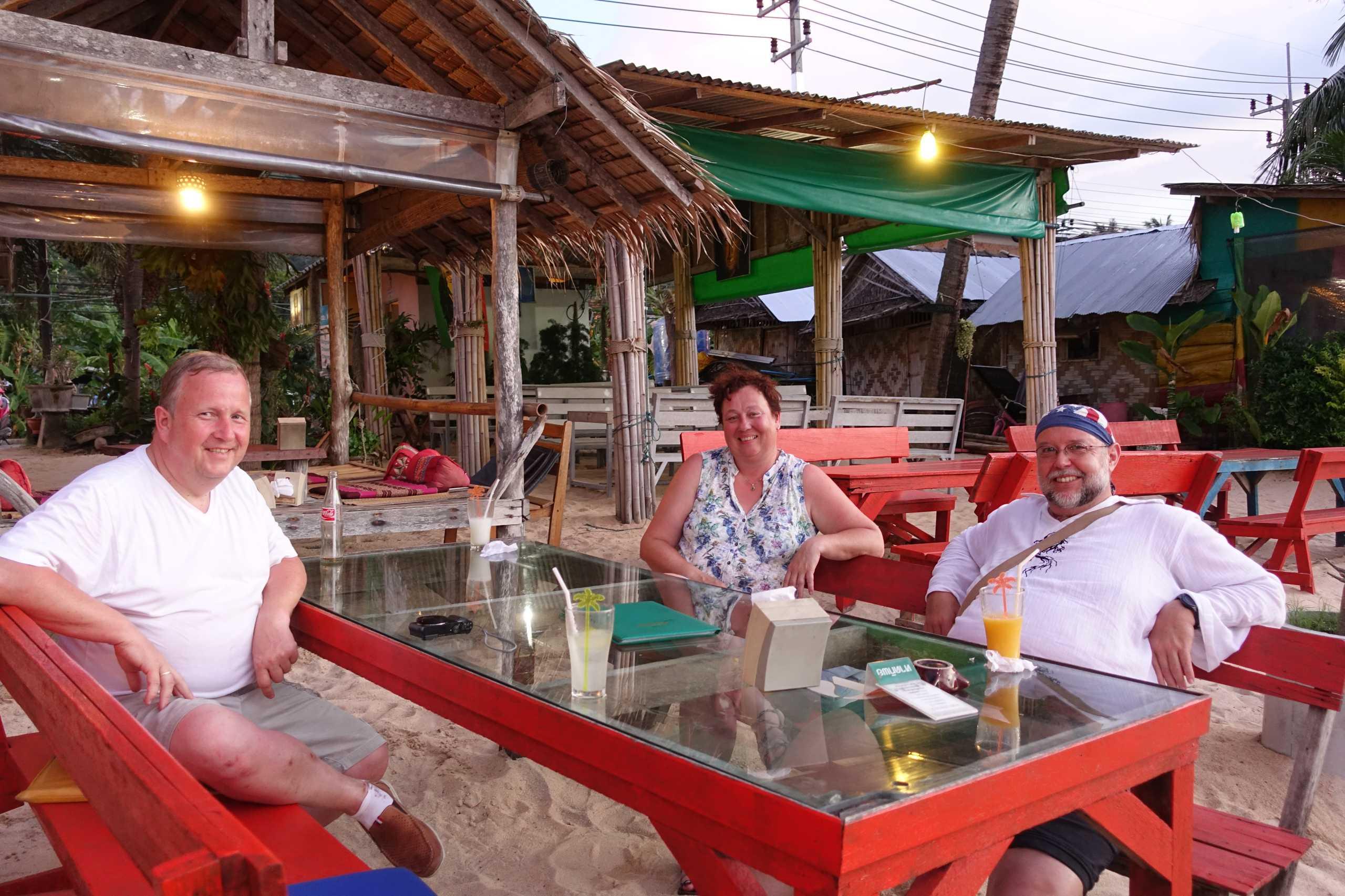 Thomas, Christa und Reiner beim Abendessen