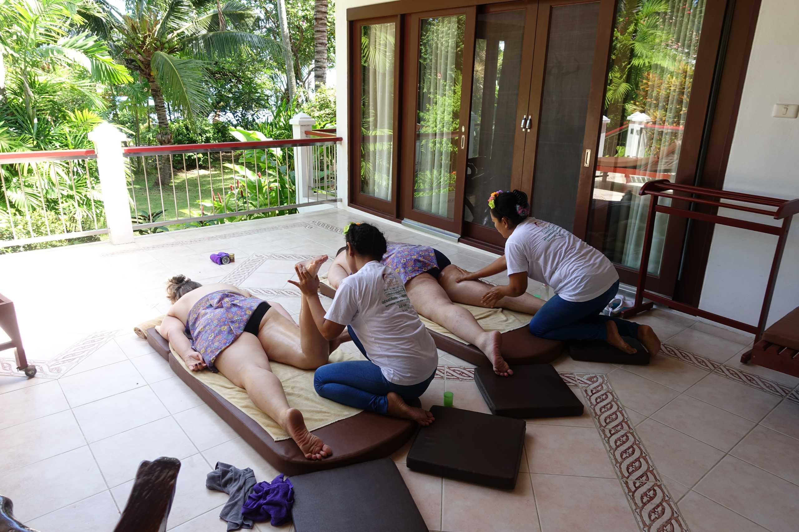 Reiner und ich geniessen unsere Massage