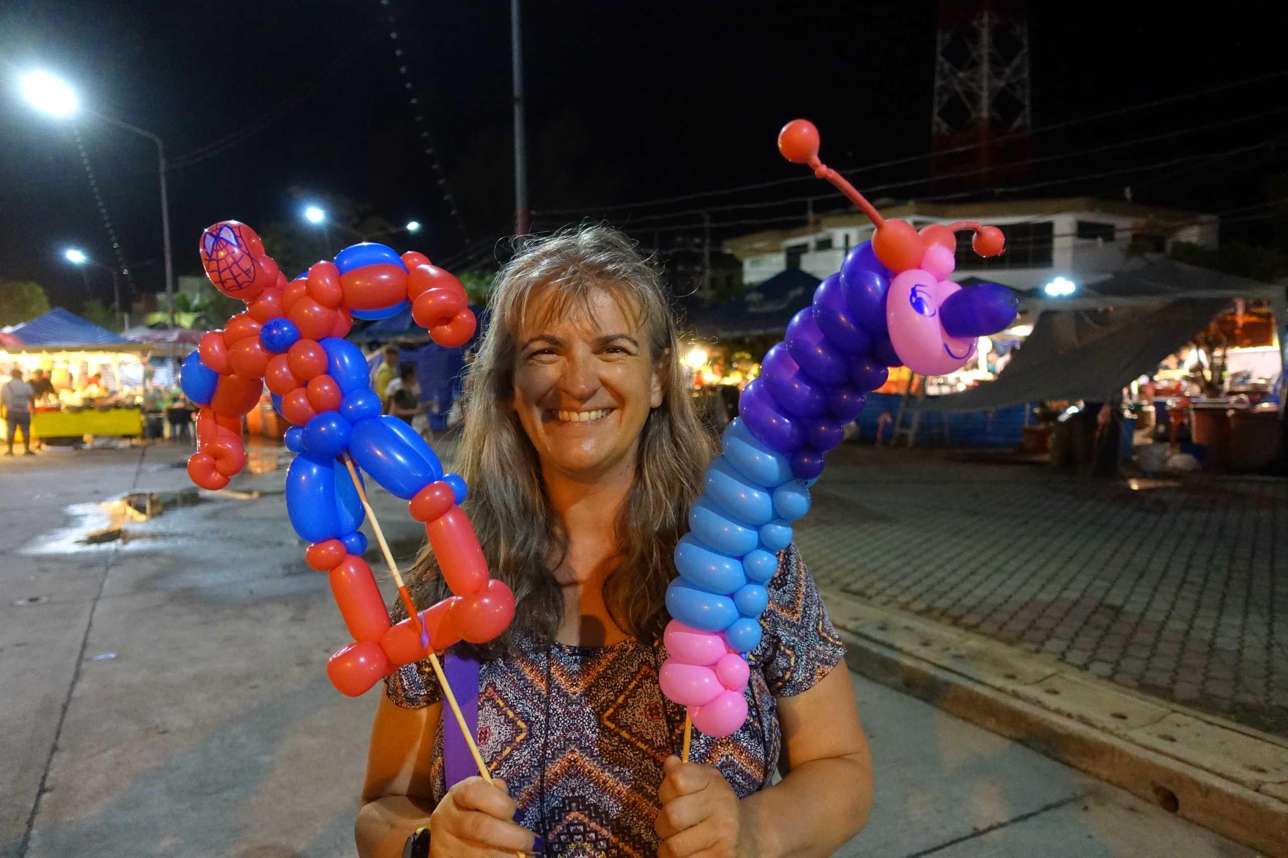 Monica mit Spiderman und ihrer Ballonraupe